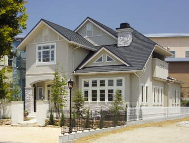 バンクーバーの小高い丘の上に建つ家