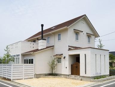 人と自然の間に「絆」を誕生させるフレンチモダンの家